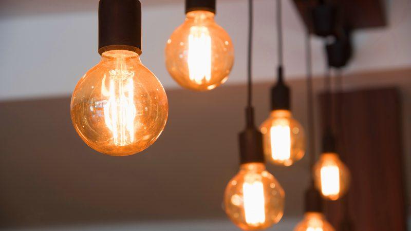Des idées lumineuses pour éclairer son salon